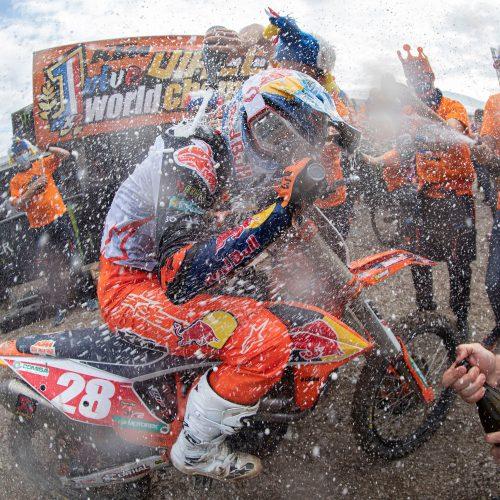 ¡TOM VIALLE ASEGURA EL TÍTULO 13 DEL CAMPEONATO MUNDIAL DE LA FIM MX2 DE KTM!